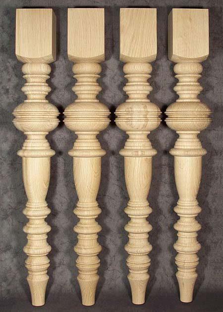 Pied de table en chene, richement decore TL07